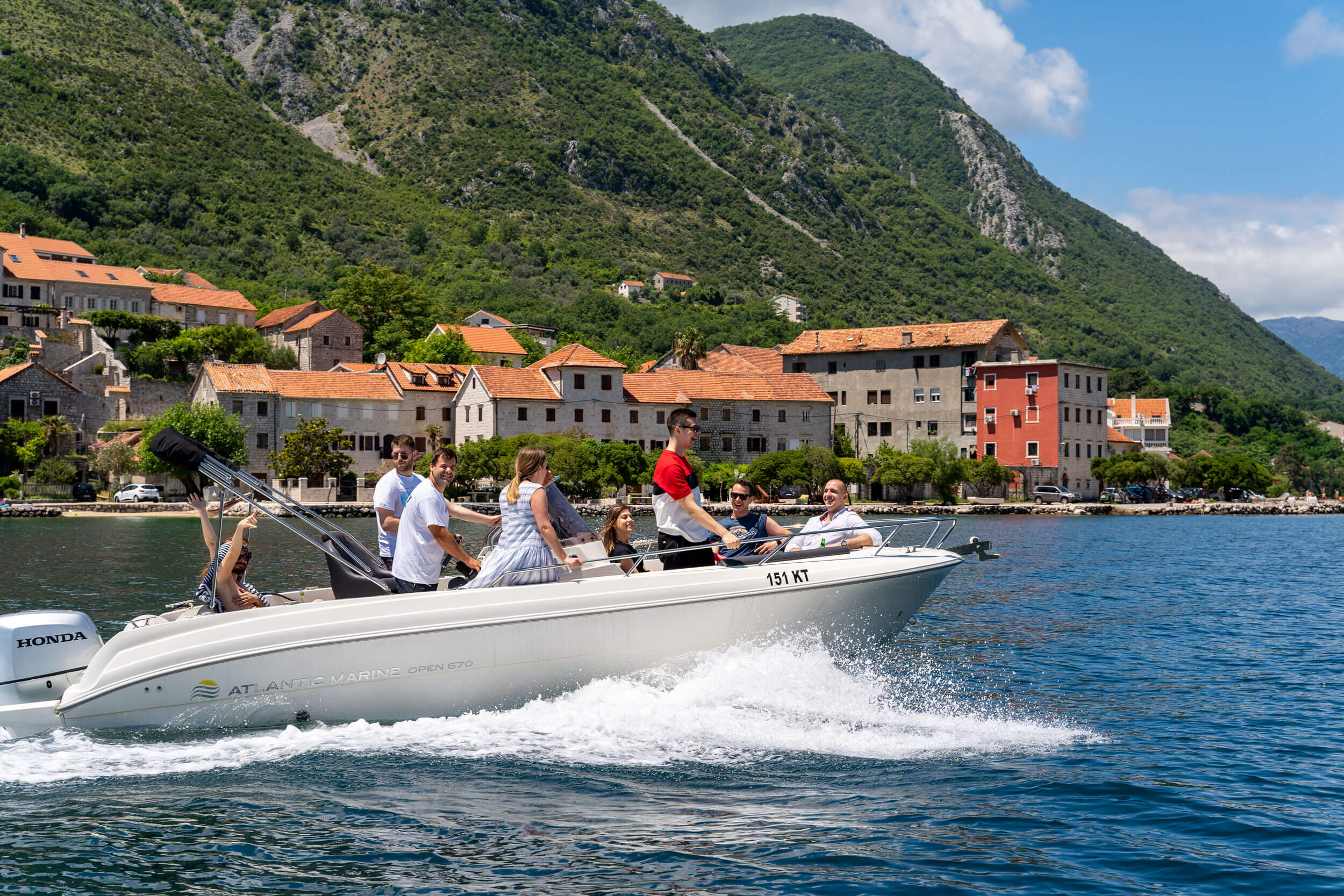 montenegro-submarine-boat-up-to-10-persons